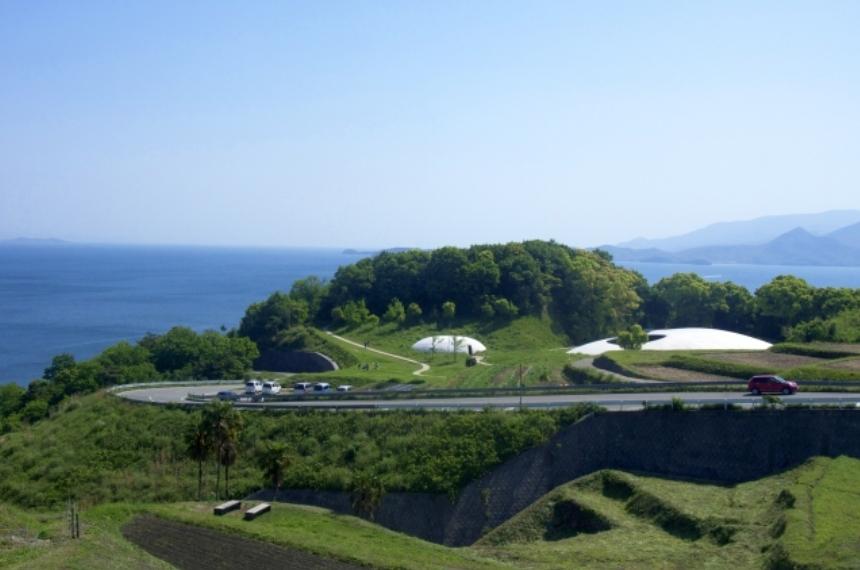 豊島美術館がトリップアドバイザーの人気度で全国1位になってる!