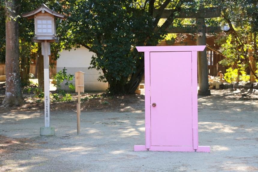白鳥神社にあの「どこでもドア」出現?!